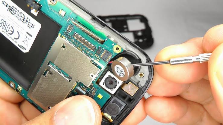 Should You Invest In Cellular Phone Repair Or Even A New Phone?