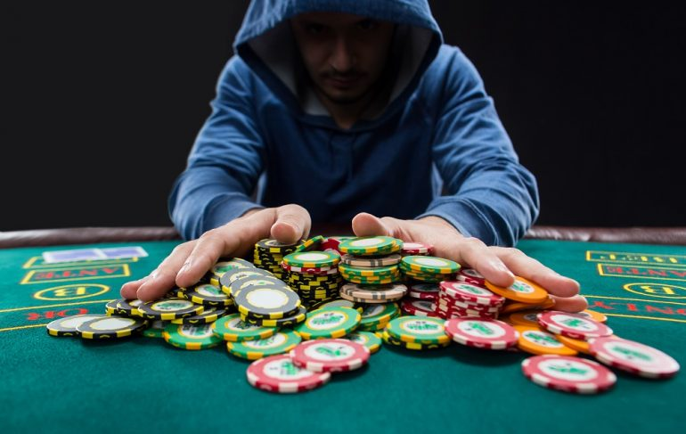 The Specialists As Well As Cons Of Online Casino